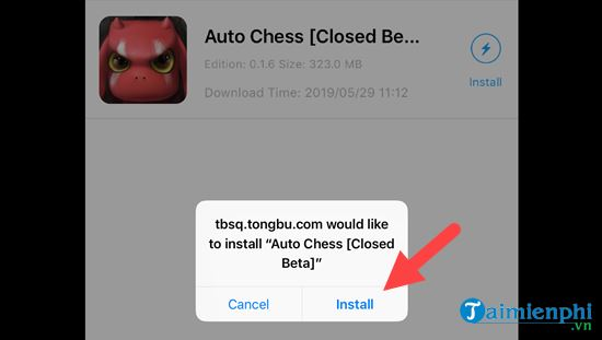 playing chess and playing auto chess on iphone 11